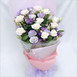Mersin çiçek yolla , çiçek gönder , çiçekçi   BEYAZ GÜLLER VE KIR ÇIÇEKLERIS BUKETI