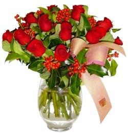 Mersin yurtiçi ve yurtdışı çiçek siparişi  11 adet kirmizi gül  cam aranjman halinde