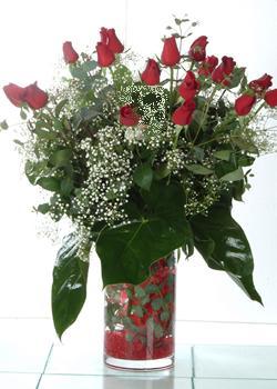 Mersin çiçek siparişi vermek  11 adet kirmizi gül ve cam yada mika vazo tanzim
