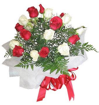 Mersin çiçek mağazası , çiçekçi adresleri  12 adet kirmizi ve beyaz güller buket