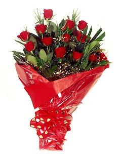 12 adet kirmizi gül buketi  Mersin İnternetten çiçek siparişi