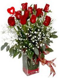 Mersin çiçek yolla  9 adet mika yada cam vazoda gül tanzimi kalp çubuk
