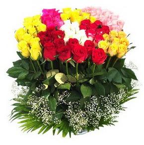 Mersin çiçekçiler  51 adet renkli güllerden aranjman tanzimi
