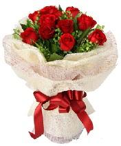 12 adet kırmızı gül buketi  Mersin hediye çiçek yolla