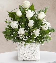 9 beyaz gül vazosu  Mersin çiçek servisi , çiçekçi adresleri