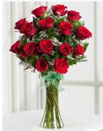 Cam vazo içerisinde 11 kırmızı gül vazosu  Mersin hediye çiçek yolla