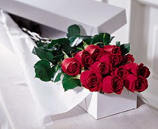 Mersin çiçek servisi , çiçekçi adresleri  özel kutuda 12 adet gül