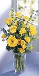 Mersin çiçek gönderme  sari güller ve gerbera cam yada mika vazo