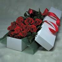 Mersin çiçek gönderme  11 adet gülden kutu