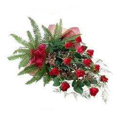 Mersin çiçek gönderme  10 adet kirmizi gül özel buket çiçek siparisi