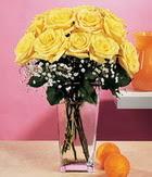 Mersin çiçek yolla , çiçek gönder , çiçekçi   9 adet sari güllerden cam yada mika vazo