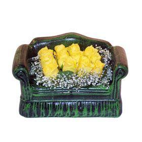 Seramik koltuk 12 sari gül   Mersin kaliteli taze ve ucuz çiçekler