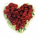 kalp biçiminde 15 gülden   Mersin çiçek siparişi vermek