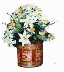 yapay karisik çiçek sepeti   Mersin çiçek satışı