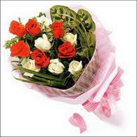 5 kirmizi 5 beyaz güllerden   Mersin çiçek gönderme