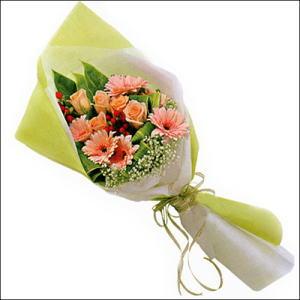 sade güllü buket demeti  Mersin yurtiçi ve yurtdışı çiçek siparişi