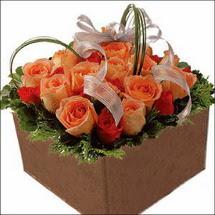 kare sandikta 11 gülllerden   Mersin yurtiçi ve yurtdışı çiçek siparişi