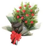 12 adet kirmizi gül buketi   Mersin yurtiçi ve yurtdışı çiçek siparişi