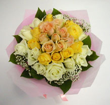 sari ve beyaz gül karisimda   Mersin çiçek mağazası , çiçekçi adresleri