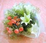 Mersin anneler günü çiçek yolla  lilyum ve 7 adet gül buket