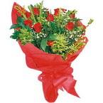 10 adet kirmizi gül buketi  Mersin anneler günü çiçek yolla