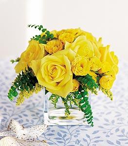 Mersin çiçek satışı  cam içerisinde 12 adet sari gül