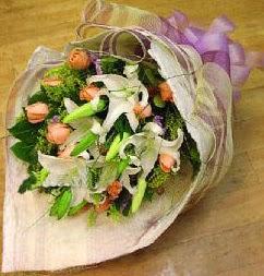 Mersin çiçek yolla , çiçek gönder , çiçekçi   11 ADET GÜL VE 1 ADET KAZABLANKA