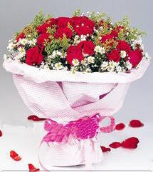Mersin çiçek yolla , çiçek gönder , çiçekçi   12 ADET KIRMIZI GÜL BUKETI