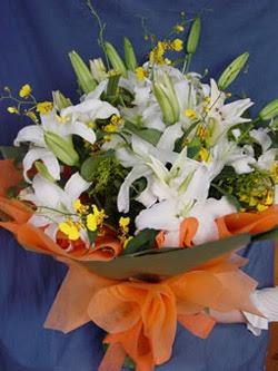 Mersin çiçek yolla , çiçek gönder , çiçekçi   5 ADET KAZABLANKA BUKETI KALITEDEN SASMAYANLARA