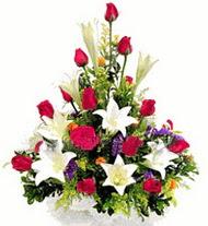 Mersin çiçek yolla , çiçek gönder , çiçekçi   GÜLLER VE KAZABLANKA ARANJMANI