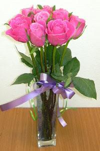 cam vazo içerisinde 11 adet gül  Mersin çiçek yolla , çiçek gönder , çiçekçi