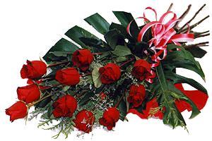 10 adet gül buketi sade ve sik bir haldedir  Mersin yurtiçi ve yurtdışı çiçek siparişi