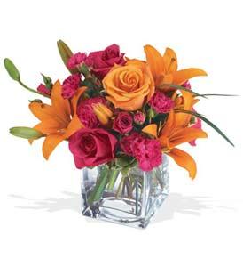 Mersin çiçekçiler  cam içerisinde kir çiçekleri demeti