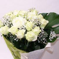 Mersin güvenli kaliteli hızlı çiçek  11 adet sade beyaz gül buketi