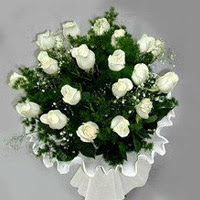 Mersin güvenli kaliteli hızlı çiçek  11 adet beyaz gül buketi ve bembeyaz amnbalaj