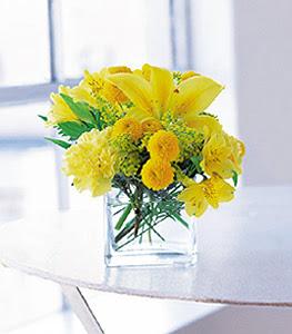 Mersin kaliteli taze ve ucuz çiçekler  sarinin sihri cam içinde görsel sade çiçekler