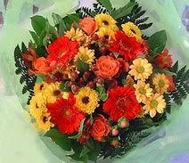Mersin kaliteli taze ve ucuz çiçekler  sade hos orta boy karisik demet çiçek