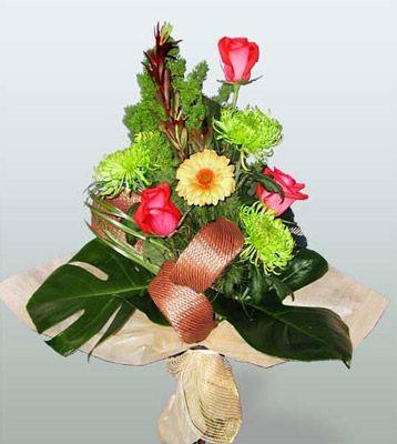 Mersin kaliteli taze ve ucuz çiçekler  3 adet gül 4 adet gerbera çiçegi sade buket