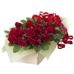 19 adet kirmizi gül buketi  Mersin çiçek siparişi vermek