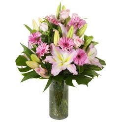 vazo içerisinde karisik mevsim çiçekleri  Mersin çiçek gönderme sitemiz güvenlidir