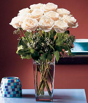 Mersin çiçekçi mağazası  Cam yada mika vazo içerisinde 12 gül