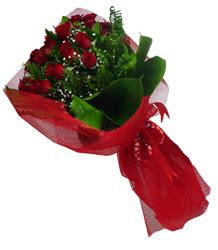 Mersin 14 şubat sevgililer günü çiçek  10 adet kirmizi gül demeti