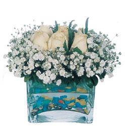 Mersin yurtiçi ve yurtdışı çiçek siparişi  mika yada cam içerisinde 7 adet beyaz gül