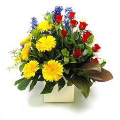 Mersin çiçek gönderme  9 adet gül ve kir çiçekleri cam yada mika vazoda