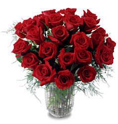 Mersin 14 şubat sevgililer günü çiçek  11 adet kirmizi gül cam yada mika vazo içerisinde