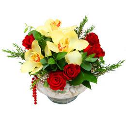 Mersin hediye sevgilime hediye çiçek  1 adet orkide 5 adet gül cam yada mikada