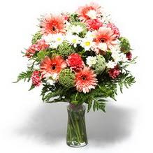 Mersin İnternetten çiçek siparişi  cam yada mika vazo içerisinde karisik demet çiçegi