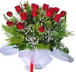 Mersin çiçek servisi , çiçekçi adresleri  12 adet kirmizi gül buketi esssiz görsellik