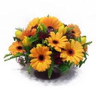 gerbera ve kir çiçek masa aranjmani  Mersin çiçek yolla