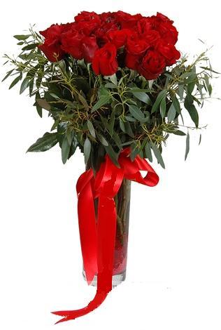 15 adet kirmizi gül cam vazo içerisinde  Mersin çiçek yolla , çiçek gönder , çiçekçi